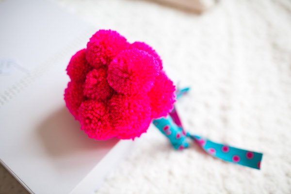 Mon mariage mon pompon bouquet with a love like that blog lifestyle love - Modele de pompon en laine ...