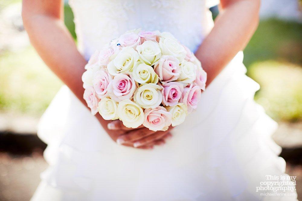 bouquet rose clair et rose blanche