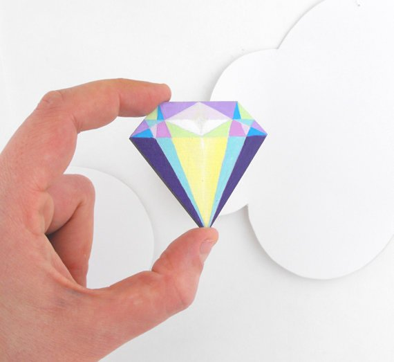 broche en forme de diamant
