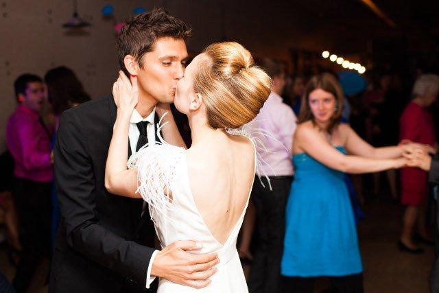 baiser des maries soiree mariage
