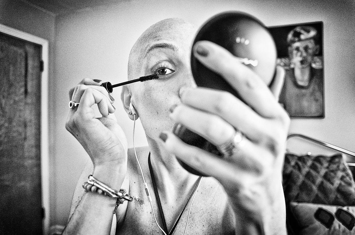 6-24-2011 Jen putting mascara on at Franks