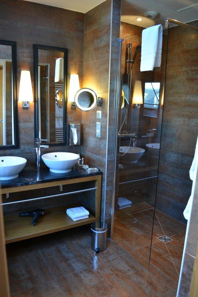 salle-de-bain-hotel-le-six-nuit-romantique-paris - With a love like ...