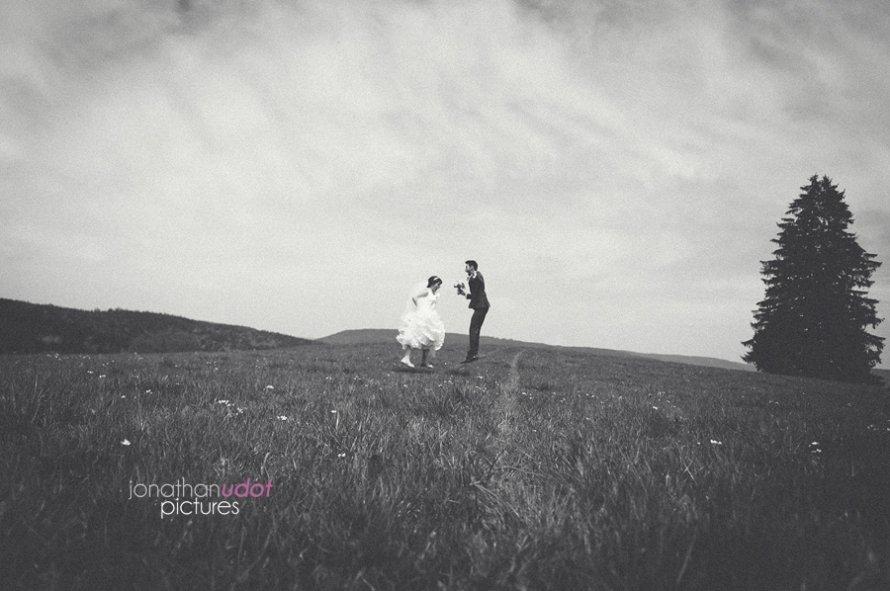 mariage photos amoureux noir et blanc