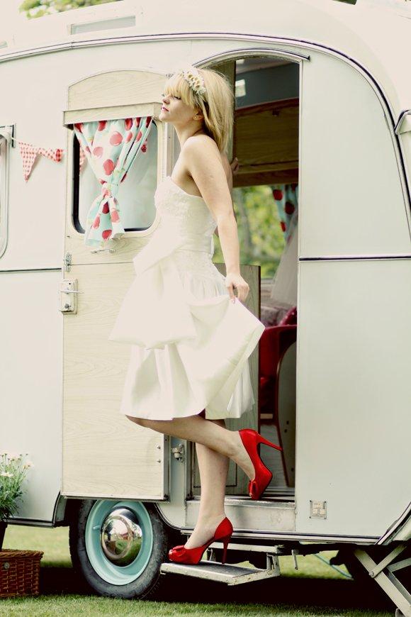 robe de mariée kitty and dulcie courte bustier gros noeud