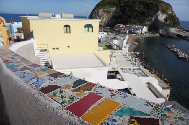 Sant angelo à Ischia en Italie / destination week end en amoureux / + sur withalovelikethat.fr