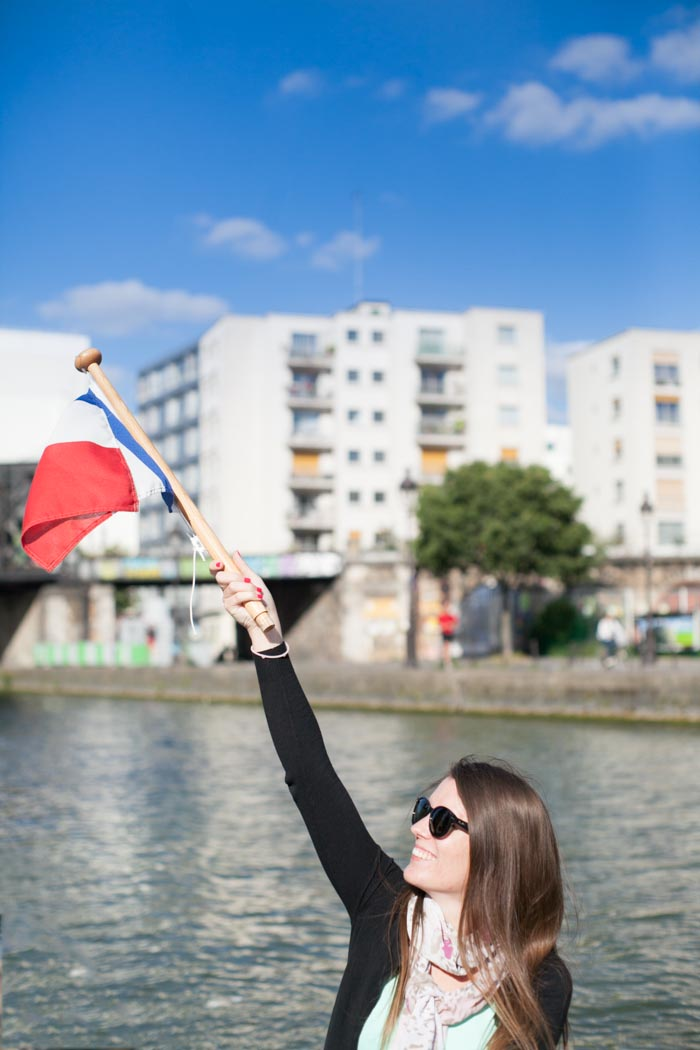 EVJF à Paris avec une séance photo, un tour en bateau, du nail art / photographe : ALex de loove photography / + sur withalovelikethat.fr