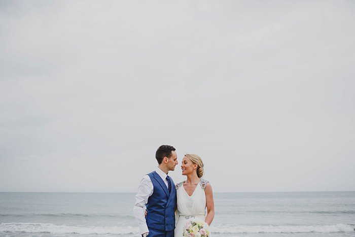 Mariage bord de mer en Irlande / photographe Gather and Tides / + sur withalovelikethat.fr