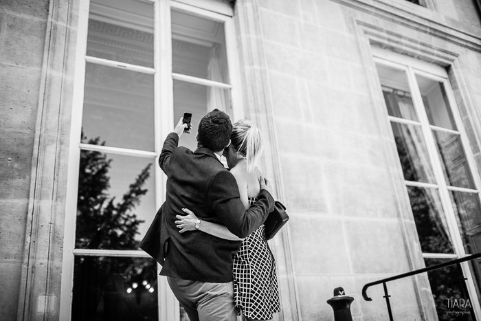Mariage civil à Paris 7ème / photographe Tiara photography / + sur withalovelikethat.fr