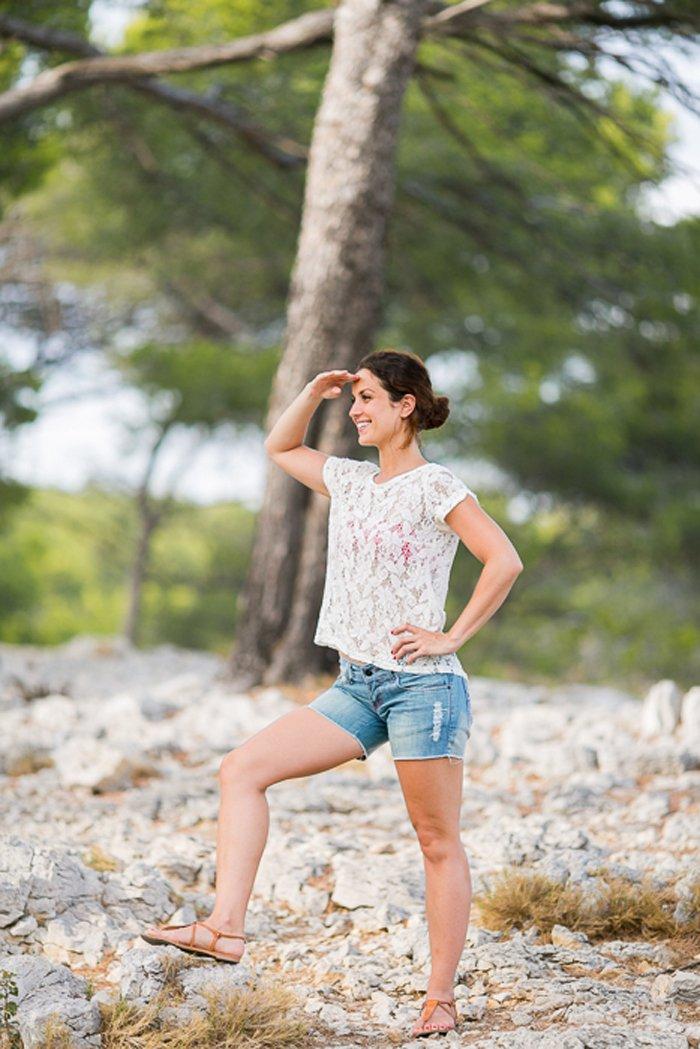 Séance engagement dans les calanques à Cassis / photographe Tiara photographie / publié sur le blog withalovelikethat.fr