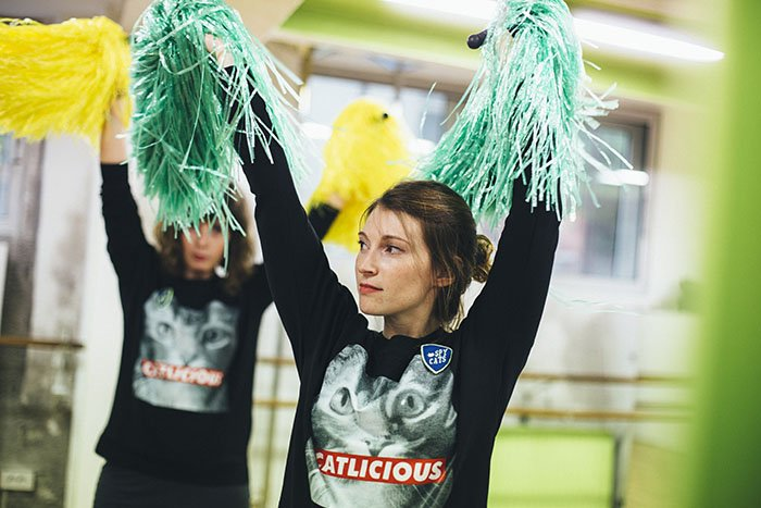 Idée enterrement de vie de jeune fille Paris : un cours de pompom girls avec les spycats / publié sur withalovelikethat.fr