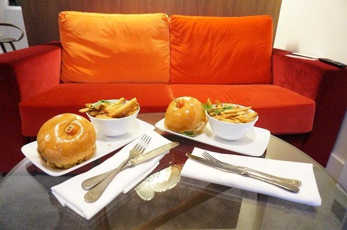 Room service à l'hôtel Dupond Smith à Paris / testé par withalovelikethat.fr