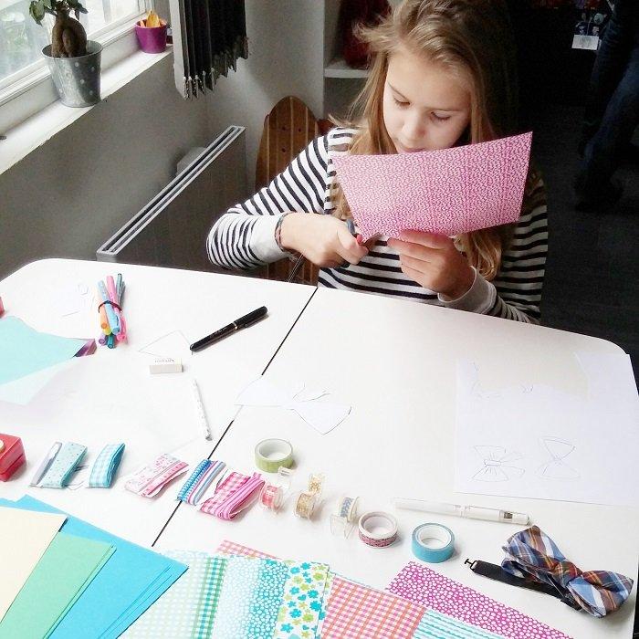 Fabriquer ses accessoires de photobooth, une belle activité en famille / diy sur withalovelikethat.fr