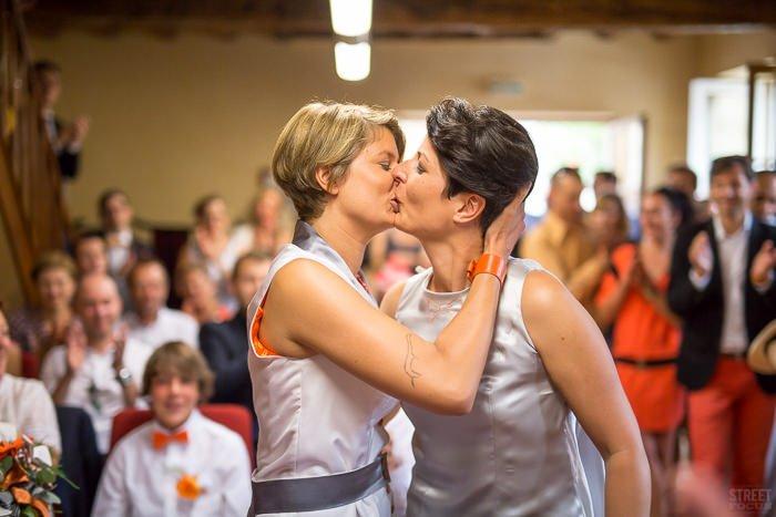 Mariage gay thème voyage en anjou / photographe street focus / publié sur withalovelikethat.fr