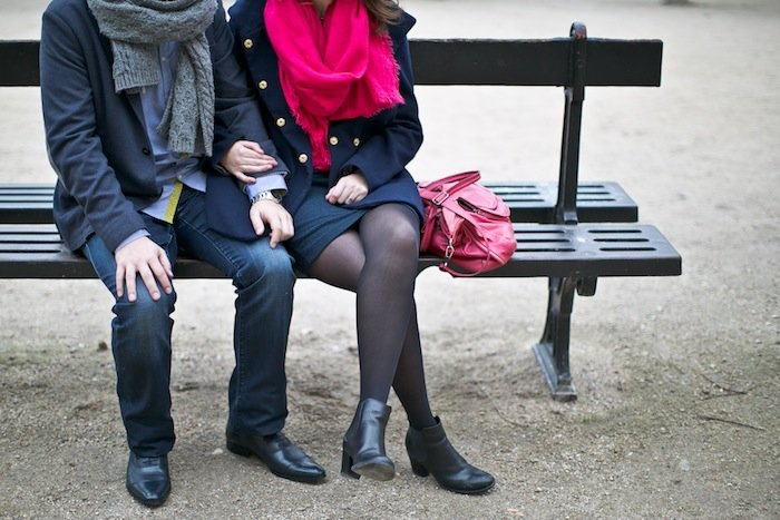 des amoureux au Palais Royal, Paris / photographe rock my wedding / publié sur withalovelikethat.fr