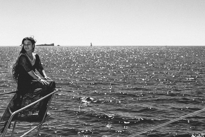 Séance engagement bateau / photographe Laurent Brouzet / scénographie DS EVENT / publié sur withalovelikethat.fr