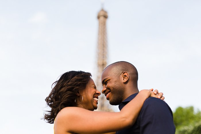 séance engagement tour Eiffel / photographe soul bliss / publié sur withalovelikethat.fr