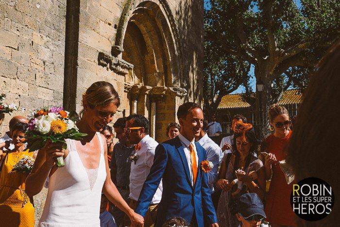 Mariage dans les vignes en orange / photographe Robin et les super heros / publié sur withalovelikethat.fr