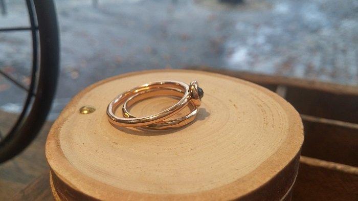 bague fine or rose diamant noir (label fairmined équitable) : la bague likethat par Paulette à Bicyclette / sur withalovelikethat