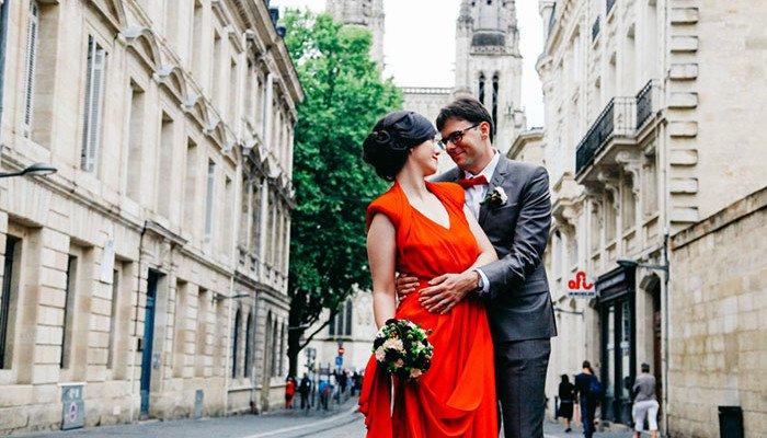 une mariée en rouge à Bordeaux
