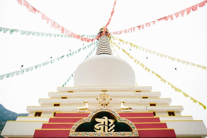 Séance engagement temple Bouddhiste / photographe Yoann Jacquier / publié sur withalovelikethat.fr