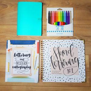 apprendre le hand lettering / brush lettering / withalovelikethat.fr
