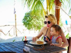 voyager avec bébé : la préparation et l'organisation sur place / sur withalovelikethat.fr