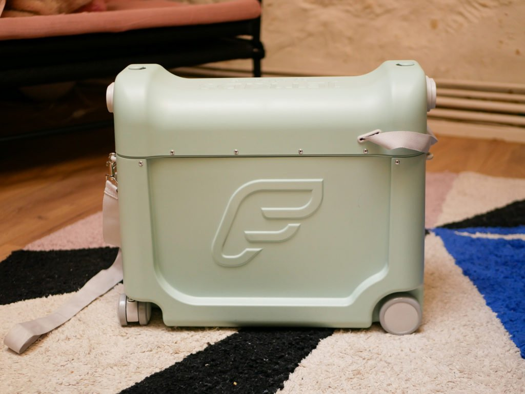 valise jet kids bedbox x stokke / le contenu de la valise pour l'avion