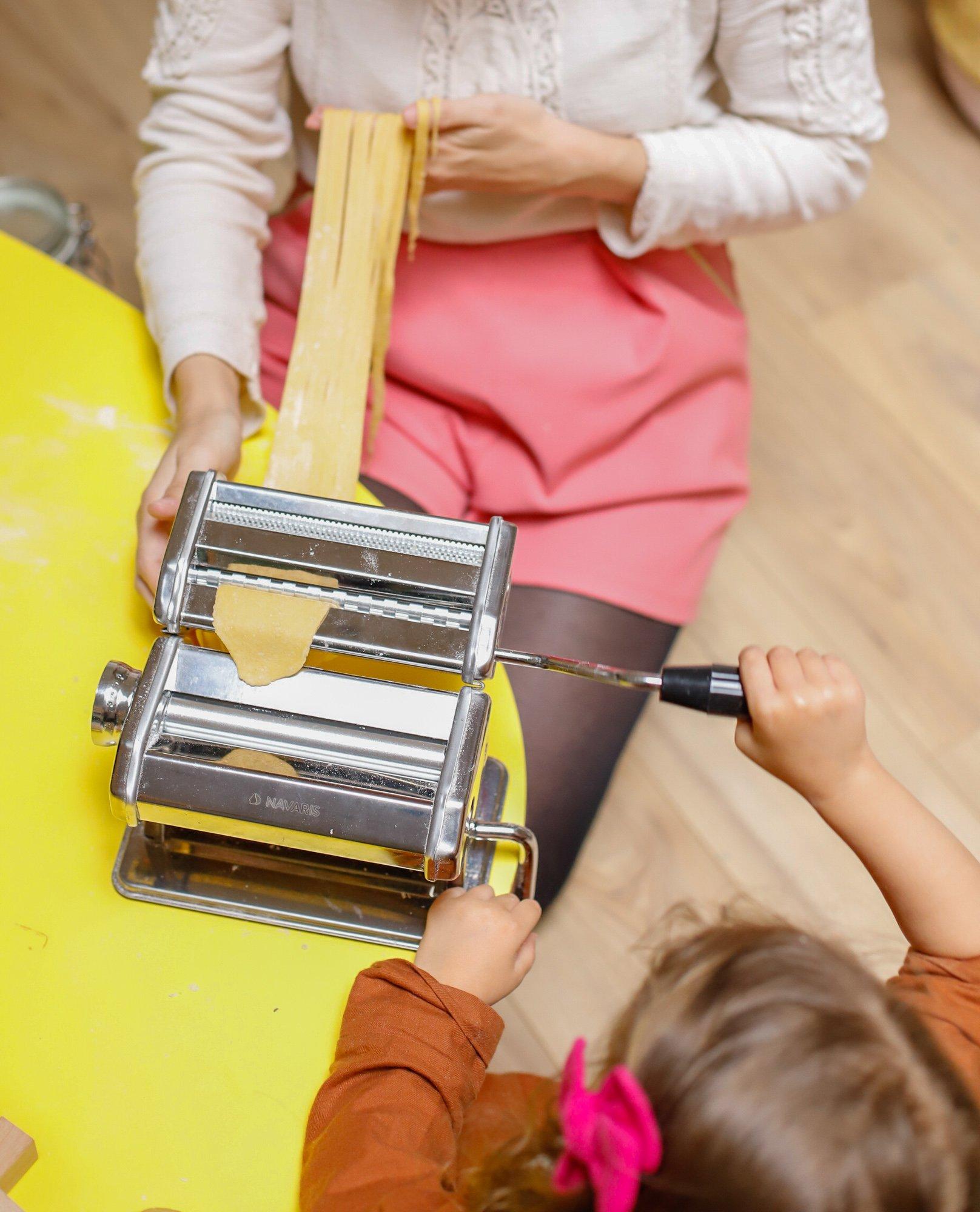 activité cuisine en famille, faire ses pâtes