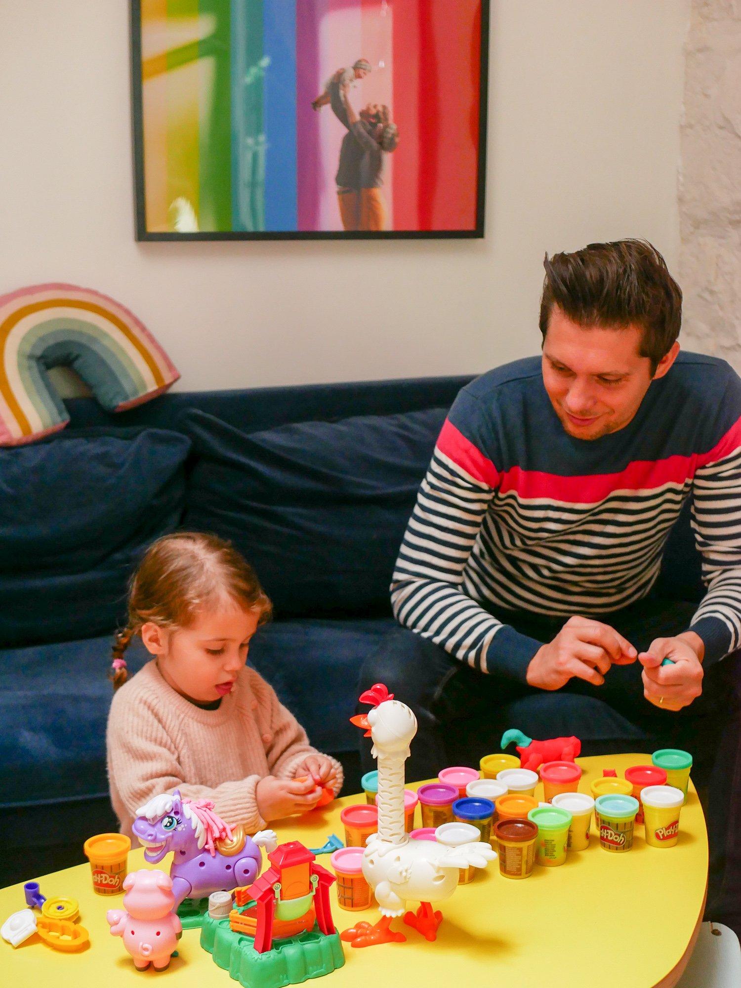 Activités À Faire À La Maison 12 activités à faire à la maison avec ses enfants - with a