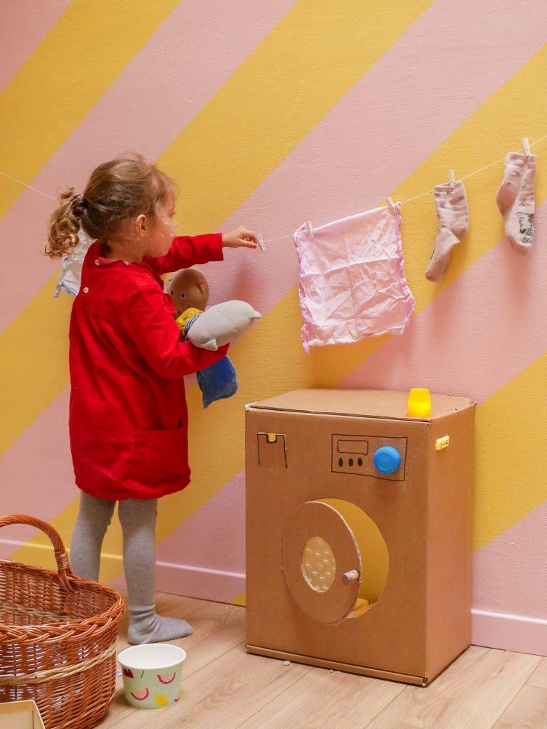 machine à laver en carton / idées activités enfant 2 ans et plus