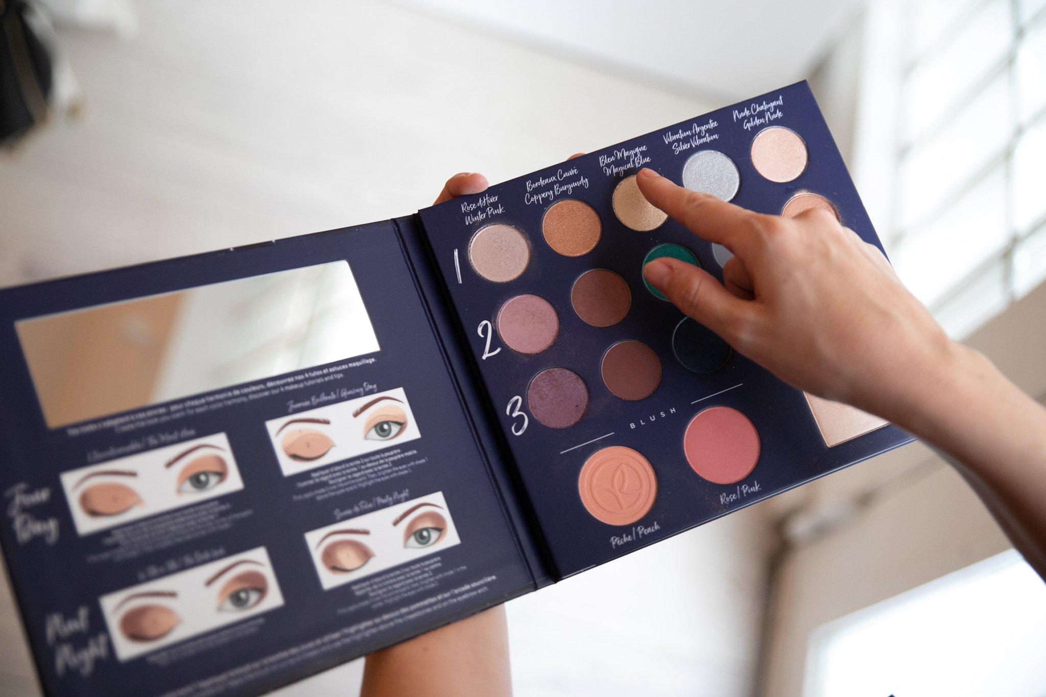 idée cadeau femme / palette qui explique comment se maquiller